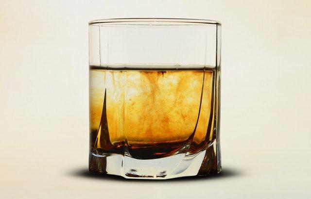Whisky i koniak – idealne alkohole na prezent