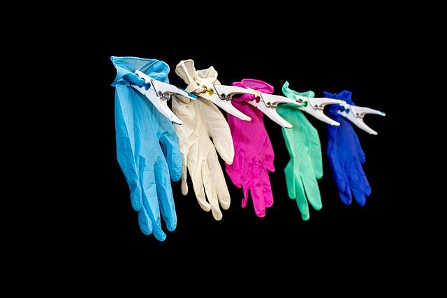 Rękawice ochronne - dlaczego warto z nich korzystać?