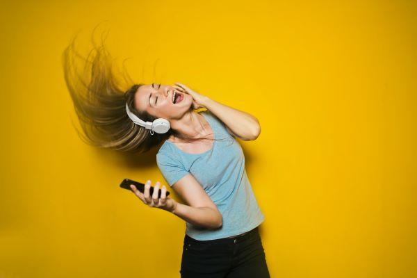Sprawdź, co musisz wiedzieć o słuchawkach bezprzewodowych, zanim zdecydujesz się je kupić